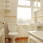 11-hathersage-rd-back-bathroom