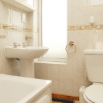 11-hathersage-rd-front-bathroom