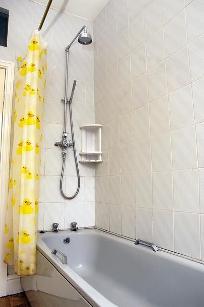 12-argyle-ave-bathroom-1