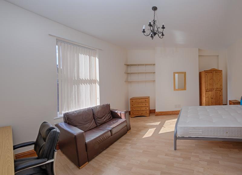 130 Dickenson Rd Bedroom-26