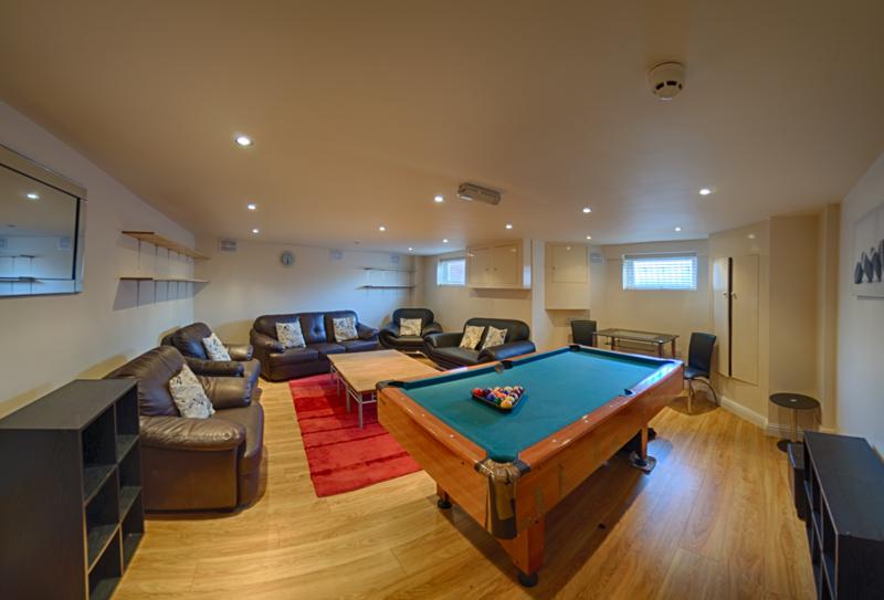 130 Dickenson Rd Lounge-1