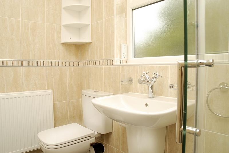 15-eston-st-bathroom-1