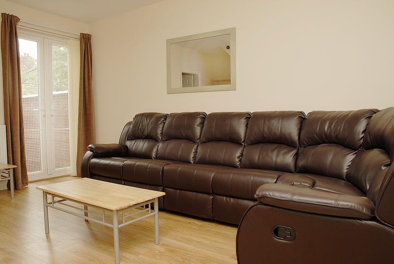 15-eston-st-lounge
