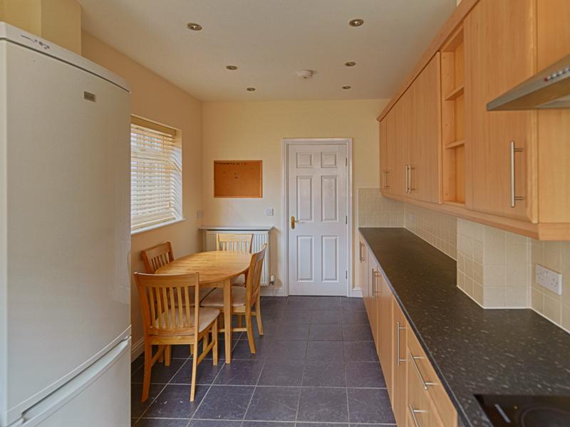 15 Welby St Kitchen (2)