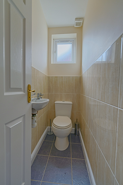 15 Welby St Toilet (2)