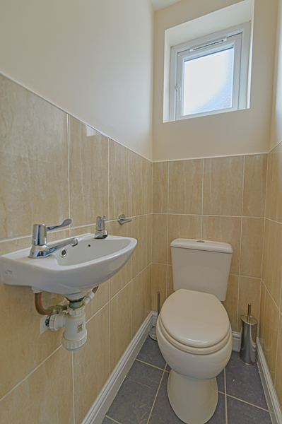 15 Welby St Toilet