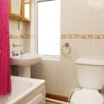 41-hathersage-rd-front-bathroom
