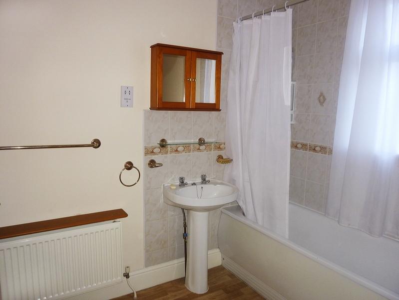 6-beech-range-bathroom-1