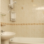 87c-wellington-rd-top-floor-bathroom