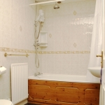 87d-wellington-rd-top-bathroom
